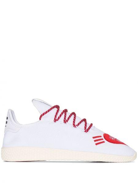 Czerwone sneakersy sznurowane koronkowe Adidas By Pharrell Williams