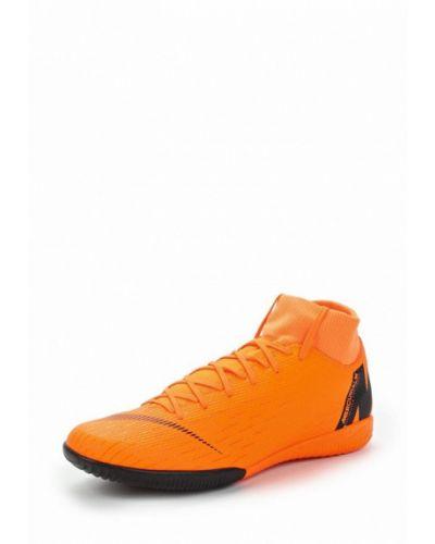 Оранжевые бутсы Nike