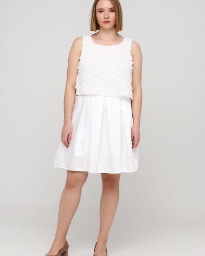 Пышное белое вечернее платье без рукавов Naf Naf