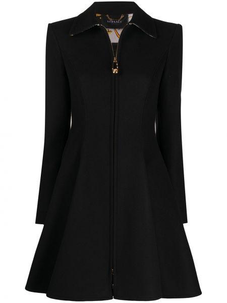 Czarny płaszcz wełniany rozkloszowany Versace