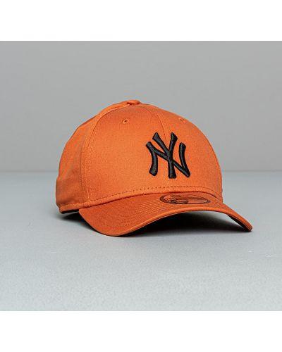Оранжевая кепка New Era