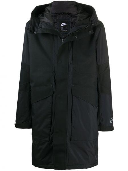 С рукавами черная длинная куртка с капюшоном Nike