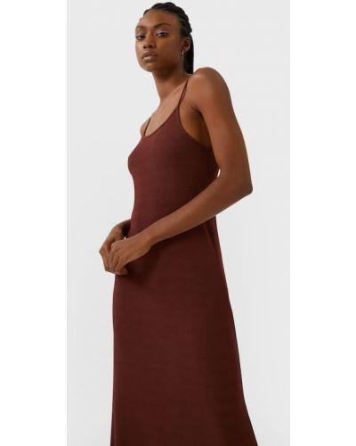 С американской проймой платье Stradivarius