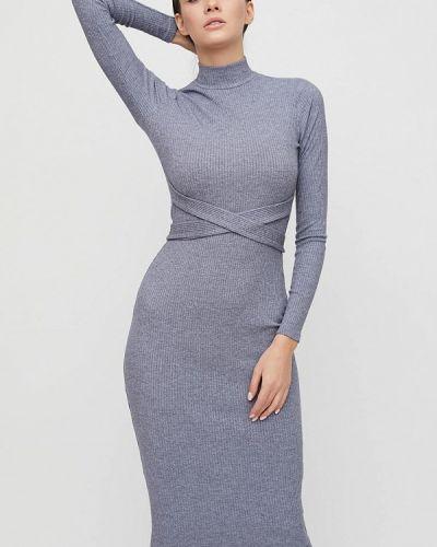 Серое платье-футляр Cardo