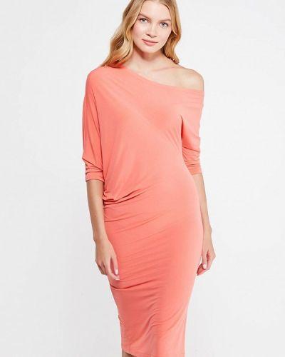 Платье коралловый с открытыми плечами Levall