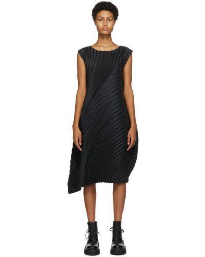 Черное плиссированное платье с воротником без рукавов Issey Miyake