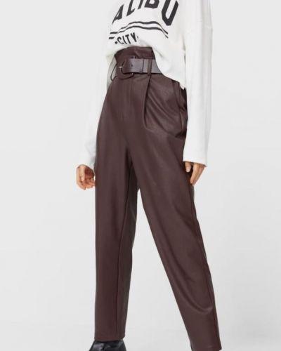 Коричневые кожаные брюки на резинке с завышенной талией Stradivarius