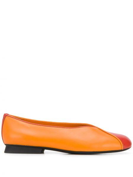 Оранжевые кожаные балетки на каблуке Camper