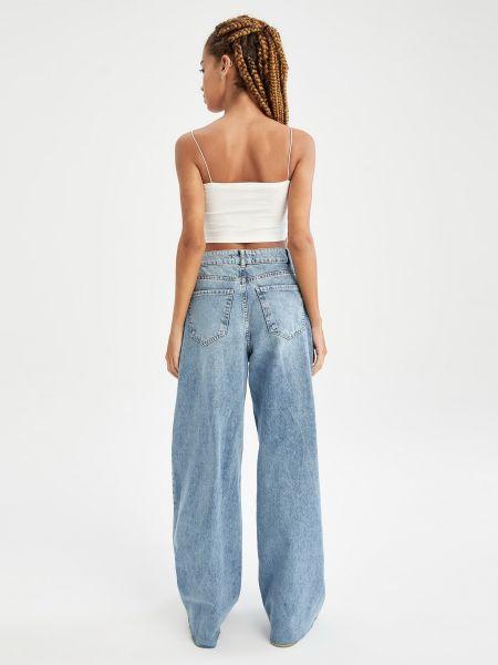 Голубые джинсы Defacto