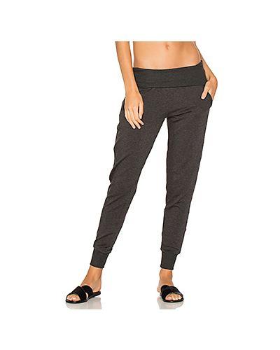 Спортивные брюки с карманами на резинке Beyond Yoga