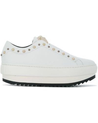 Белые кроссовки на платформе Versace