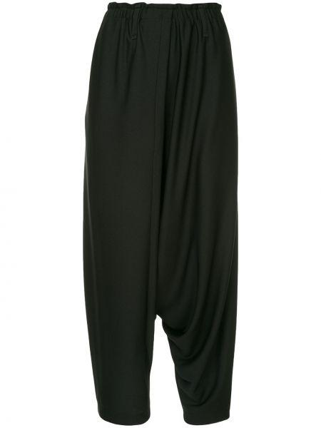 Черные брюки с поясом свободного кроя с низкой посадкой 132 5. Issey Miyake