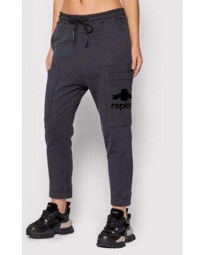 Czarne spodnie dresowe Replay