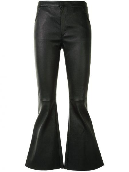 Кожаные приталенные черные расклешенные свободные брюки Drome