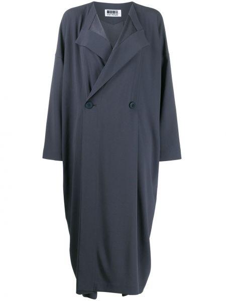 Płaszcz z dekoltem w serek 132 5. Issey Miyake