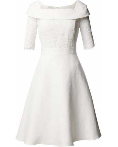 Biała sukienka rozkloszowana Apart Glamour