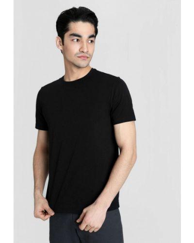 С рукавами черная футболка O'stin