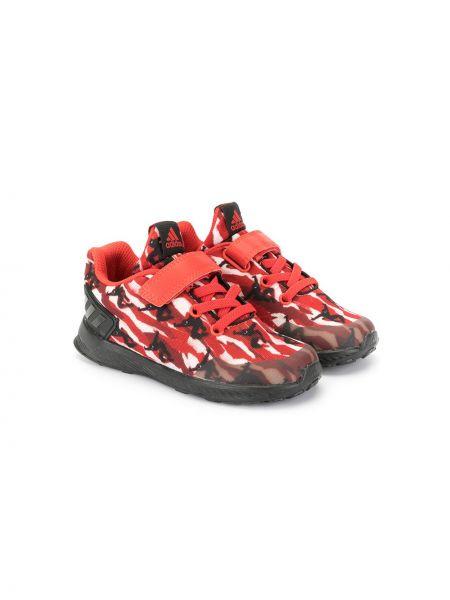 Красные кроссовки с заплатками на шнуровке на плоской подошве Adidas Kids