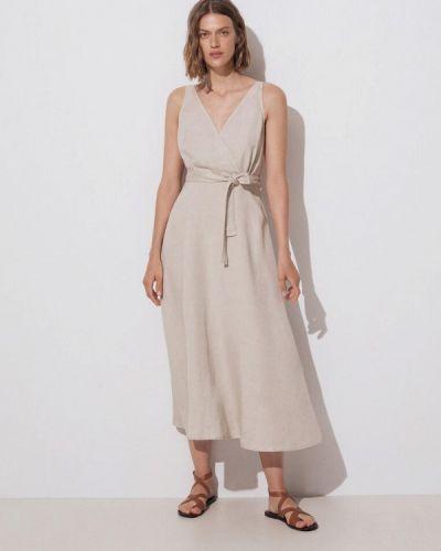 Бежевое платье Oysho