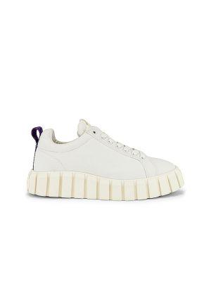 Białe sneakersy sznurowane koronkowe Eytys