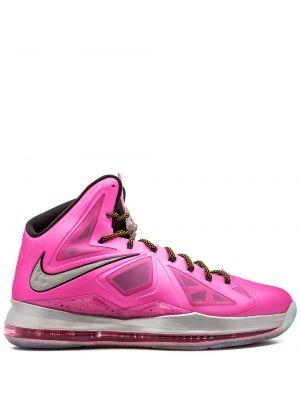 Розовые кроссовки на шнуровке Nike