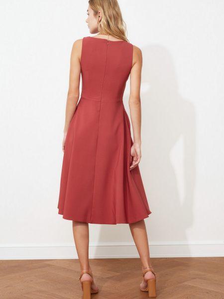 Приталенное розовое платье с карманами без рукавов Trendyol