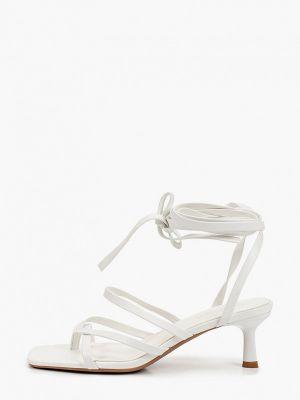 Белые кожаные босоножки Ideal Shoes®