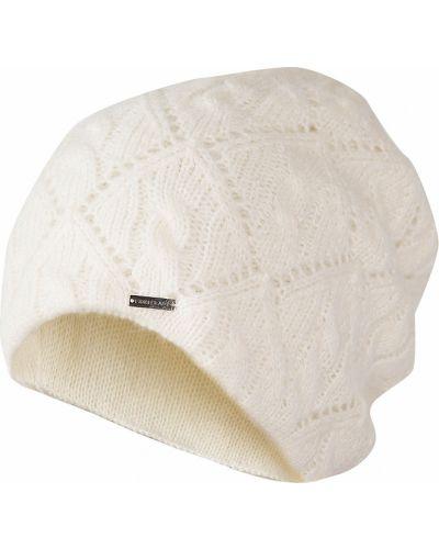 Белая шапка из мохера Finn Flare