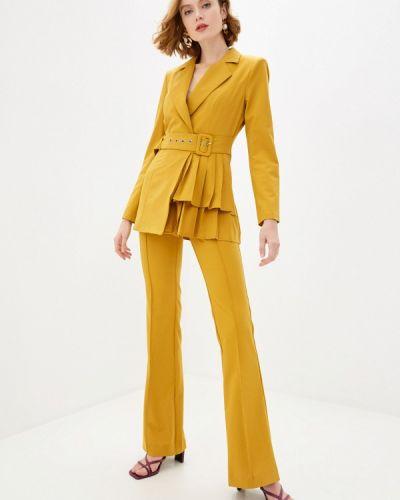 Костюмный желтый брючный костюм Bezko