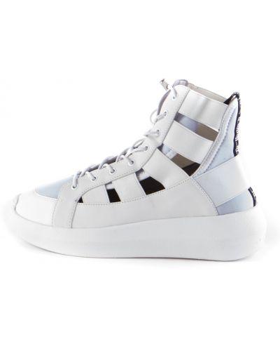 Białe sneakersy Fessura