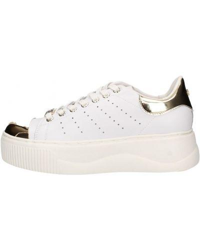 Białe sneakersy Cult