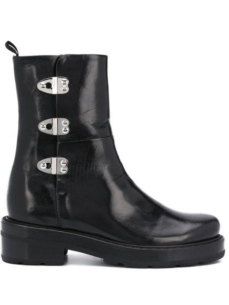 Черные сапоги без каблука на каблуке с пряжкой круглые Olivier Theyskens