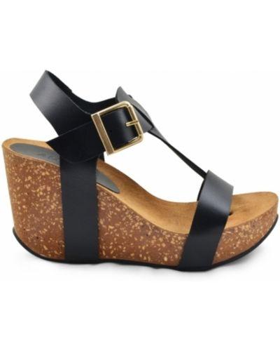 Sandały na platformie Amust