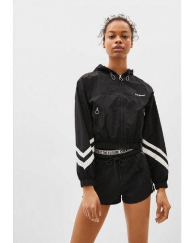 Куртка черная осенняя Bershka