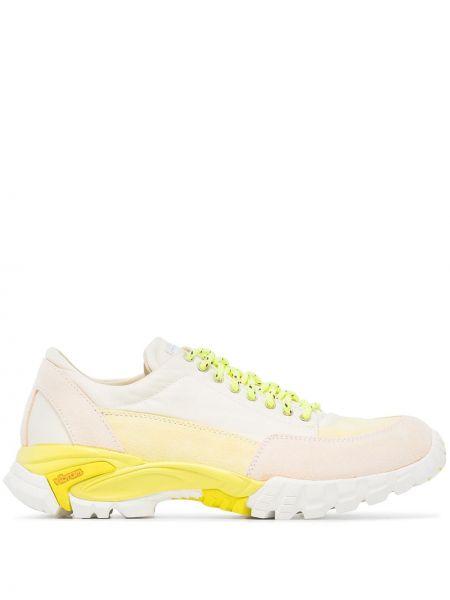 Białe sneakersy koronkowe Diemme