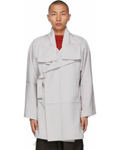 Długi płaszcz srebrny z długimi rękawami 132 5. Issey Miyake