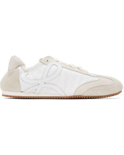 Białe sneakersy skorzane na obcasie Loewe