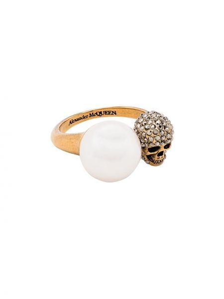 Тонкое кольцо золотое с жемчугом Alexander Mcqueen
