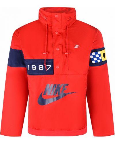 Повседневная красная анорак с нашивками Nike