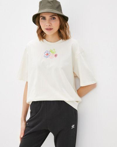 Бежевая футболка Adidas Originals