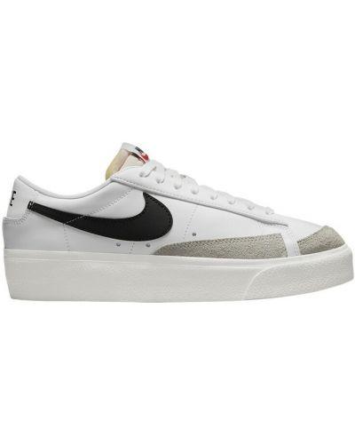Białe sneakersy Nike