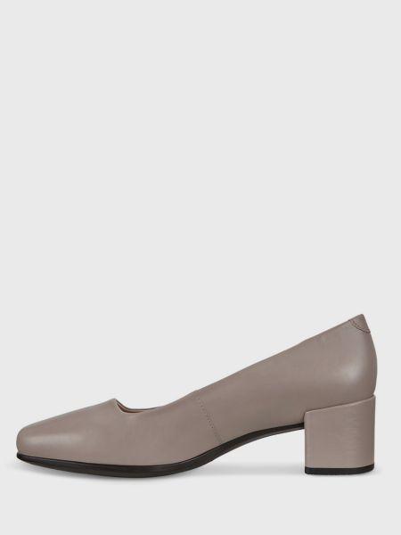 Кожаные бежевые туфли с квадратным носком Ecco