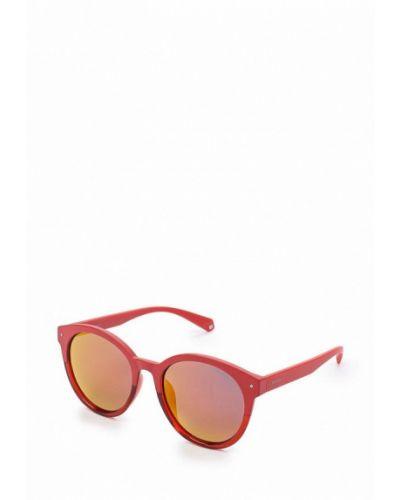 Красные солнцезащитные очки Polaroid