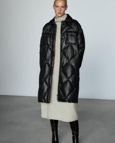 Черная куртка утепленная Massimo Dutti