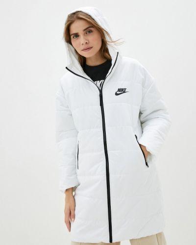 Теплая белая утепленная куртка Nike
