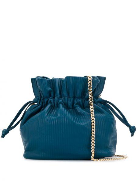 Prążkowana niebieska torebka na łańcuszku skórzana Visone