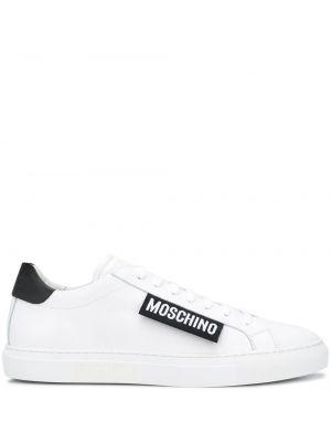 Białe sneakersy skorzane sznurowane Moschino
