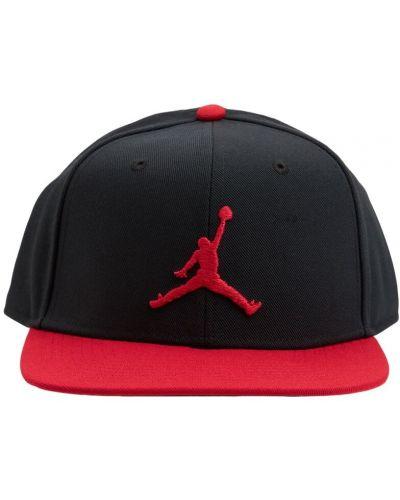 Черная бейсболка с вышивкой Nike