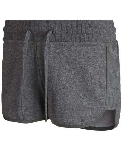 Спортивные шорты классические Hummel
