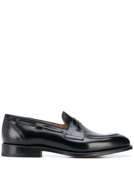 Czarny skórzany loafers prążkowany kaskada Churchs